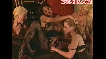 seduction asia lesbian Young and naive at the doctor jung und naiv beim arzt