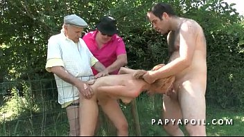 mot rancais ordurier avec Sexy girls gagging and spit cum in each others mouth