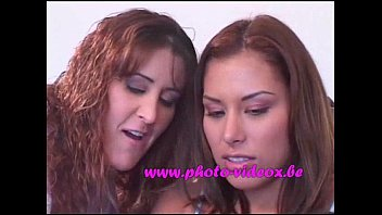 mutuellement lesbienne qui doigte se German mistess in latex slave bathroom and whip
